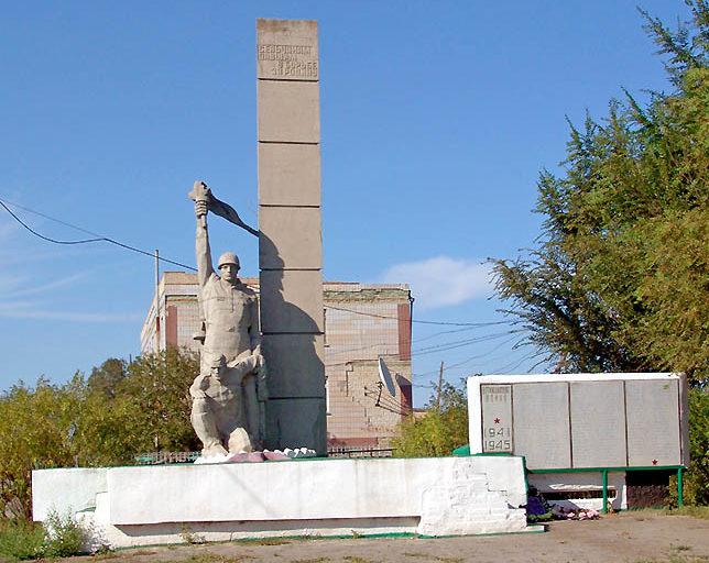 х. Кутейников Милютинского р-на. Памятник, установленный в 1965 году воинам, погибшим при освобождении района.