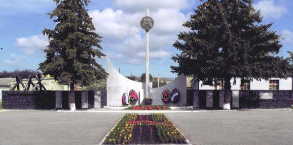 с. Сохрановка Чертковского р-на. Мемориал, установленный в 1988 году на братской могиле воинам – односельчанам, погибшим за освобождение села.