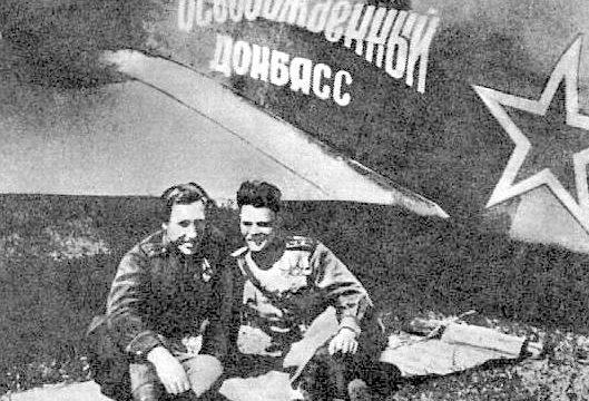 Замполит полка И.Ф.Черный и комэск А.И. Колдунов. 1943 г.