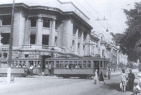 Трамвай в освобожденном городе. 1944 г.