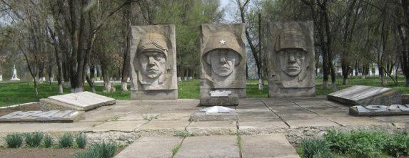 х. Николаевский Милютинского р-на. Мемориал советским воинам.