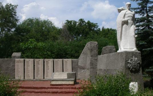 х. Новодмитриевский Милютинского р-на. Памятник, установленный в 1988 году в честь погибших воинов при освобождении Милютинского района.