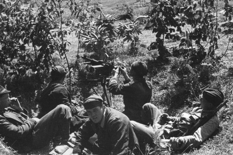 Бойцы Канкарской бригады в бою за Босильево. 1944 г.