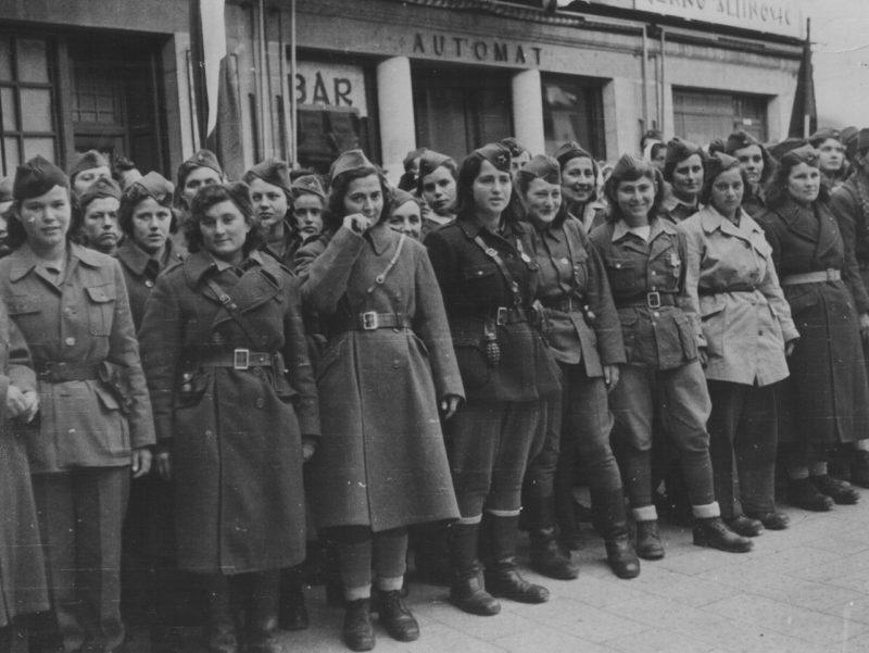 Партизанки из Далмации в освобожденном Сплите. 1944 г.