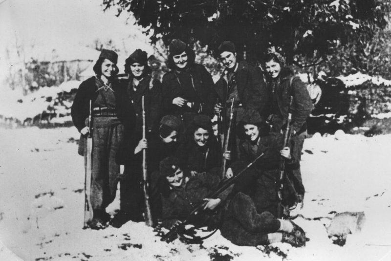 Косовские партизанки. 1944 г.