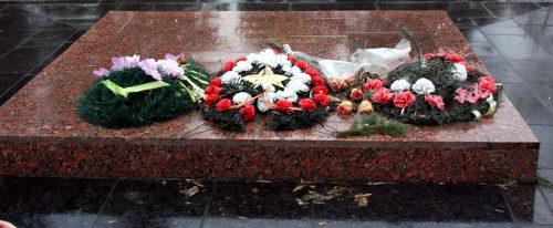 Памятный знак на братской могиле.