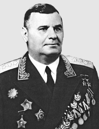 Дважды Герой Советского Союза генерал-полковник Кравченко. 1955 г.
