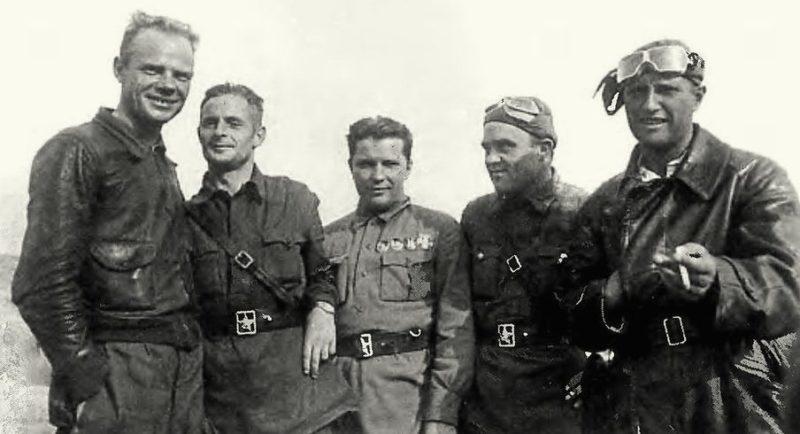 Кравченко среди летчиков-героев Халхин-Гола. 1939 г.