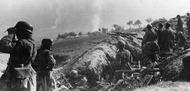 Парашютисты 500-го парашютного батальона СС в районе города Дрвар во время «охоты» за Броз Тито. Июнь 1944 г.