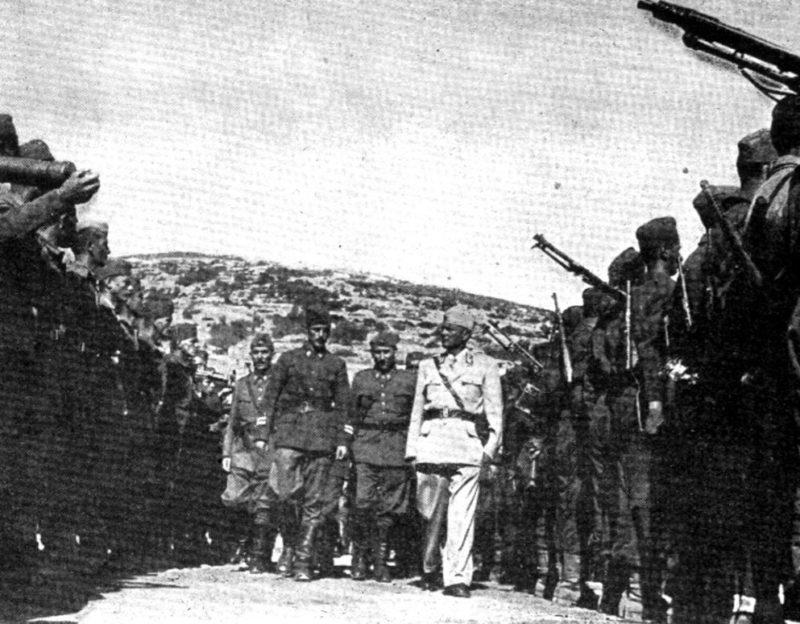 Маршал Тито на смотре далматинской бригады у Висе. Лето 1944 г.