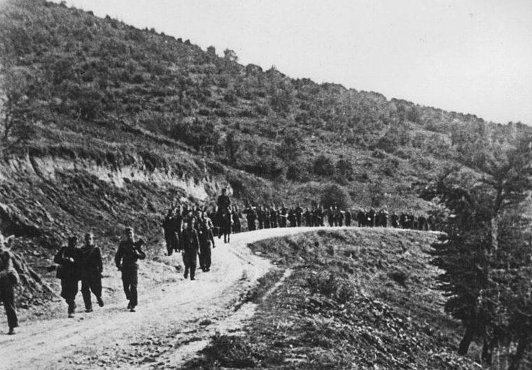 Партизаны XIII Корпуса на марше во время операций в Ниш и Лесковац. Сентябрь 1944 г.