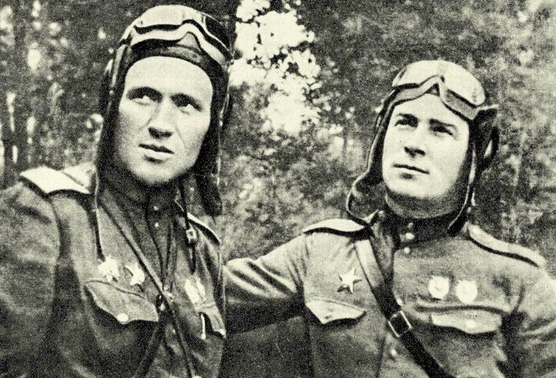 Герой Советского Союза Кузнецов (справа) и майор Киянченко. 1943 г.