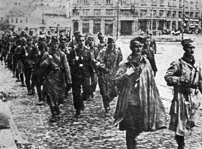 Партизанские отряды в освобожденном Белграде. 1944 г.