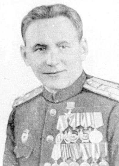 Герой Советского Союза старший лейтенант Кунгурцев. 1945 г.