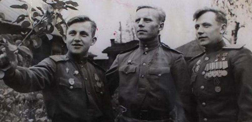 Кунгунцев с братьями. 1946 г.