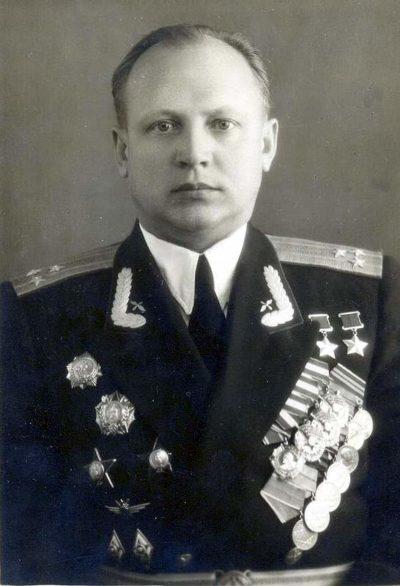 Дважды Герой Советского Союза полковник Кунгурцев. 1952 г.