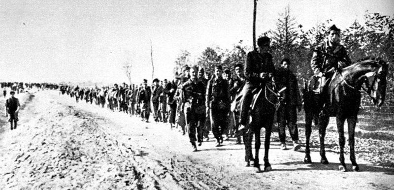1-й батальон 32-й сербской бригады входит в Обреновац. Октябрь 1944 г.