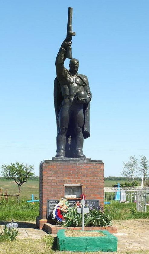 х. Ряска Пролетарского р-на. Памятник на братской могиле воинов, погибших в январе 1943 года.