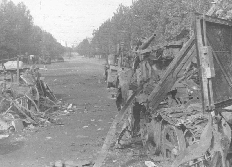 Разбитая немецкая техника на улицах Белграда. Октябрь 1944 г.