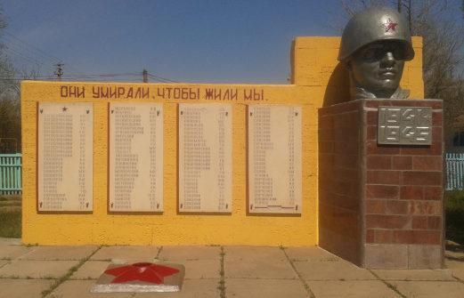 с. Богородское Ремонтненского р-на. Памятник погибшим землякам, был установлен в 1985 г.
