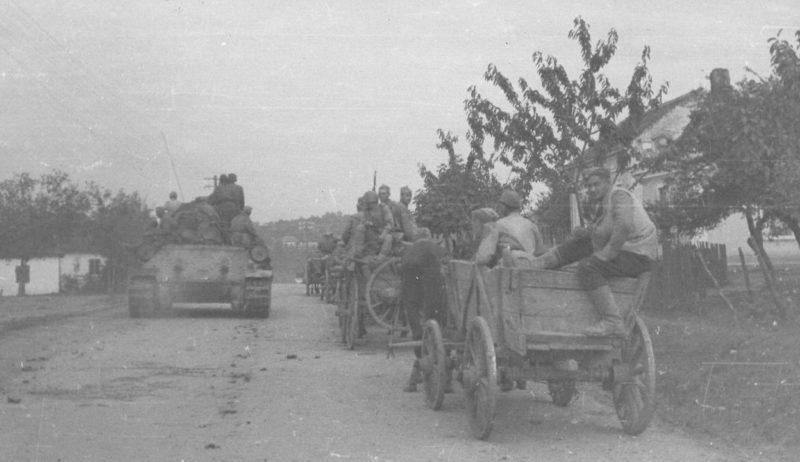 Советский танк на площади Теразия. Белград, октябрь 1944 г.