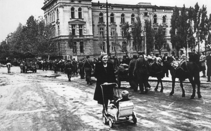 Партизаны в Белграде. Октябрь 1944 г.