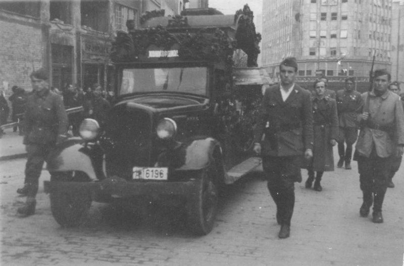 Похороны погибших партизан, погибших в битве за Белград. Октябрь 1944 г.