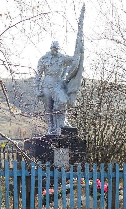 х. Плешаковский Шолоховского р-на. Братская могила советских воинов, погибших в дни Сталинградской битвы.