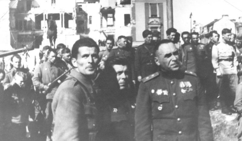 Генерал Пеко Дапчевич и генерал Владимир Жданов в освобожденном Белграде. Октябрь 1944 г.