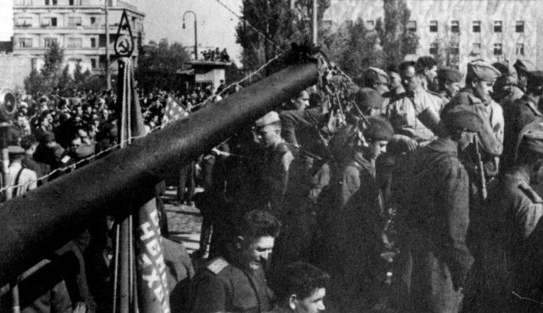 Похороны бойцов Красной Армии, погибших при освобождении Белграда. Октябрь 1944 г.