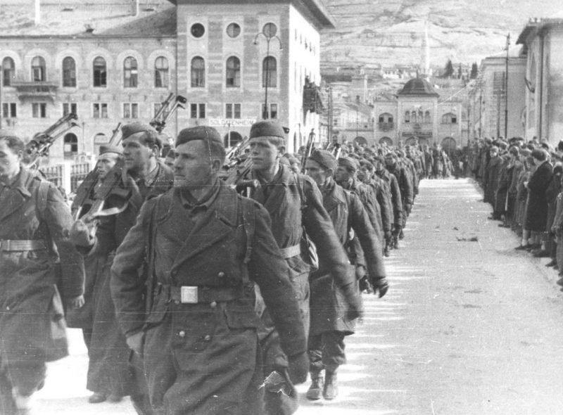 8-й югославский партизанский корпус в освобожденном Мостаре. Февраль 1945 г.