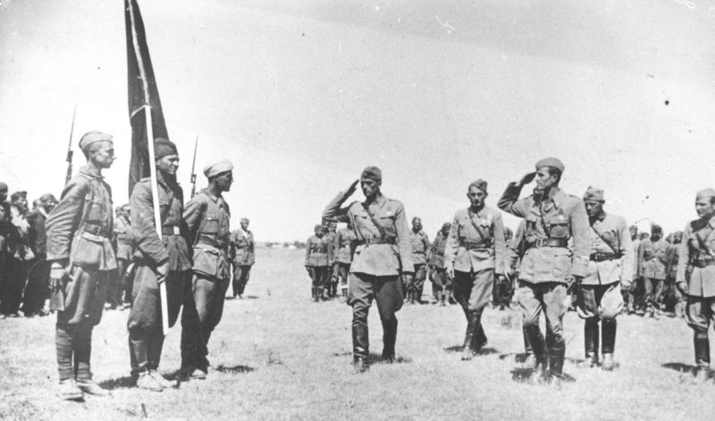 Смотр 1-й Македонской бригады 48-й дивизии на Сремском фронте. Апрель 1945 г.