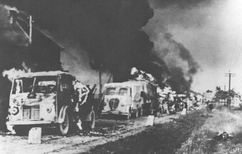 Разбитая немецкая колонна на пути к Загребу. Май 1945 г.