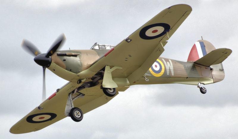 Истребитель «Hawker Hurricane Mk IIB» в небе.