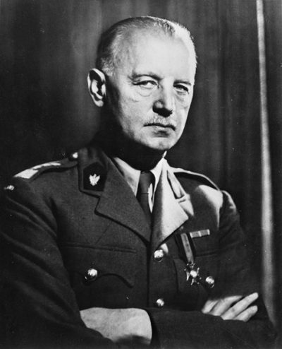 Генерал Владислав Сикорский - премьер-министр Польского правительства в изгнании.