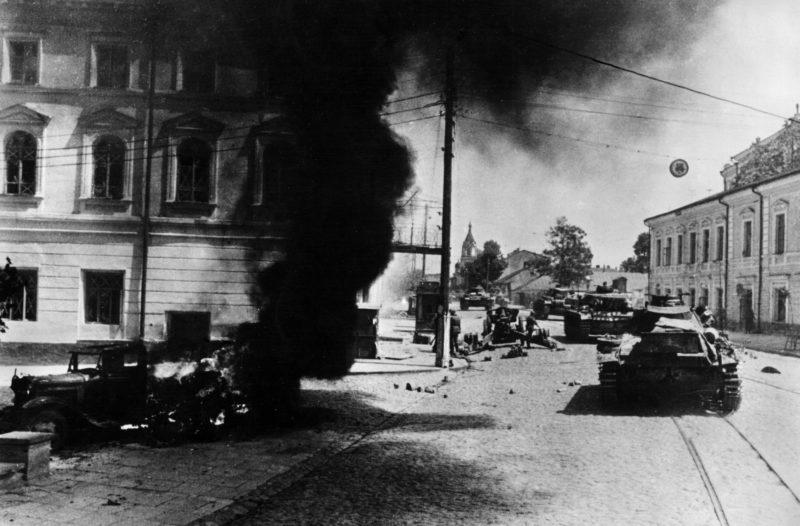 Немецкие танки входят в город. Сентябрь 1941 г.