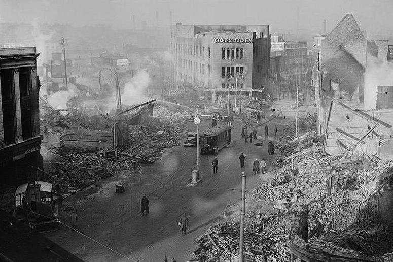 Центр города после налётов 14-15 ноября 1940 г.