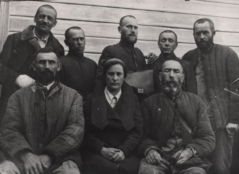 Группа поселенцев из Волыни, депортированных 10 февраля 1940 г.