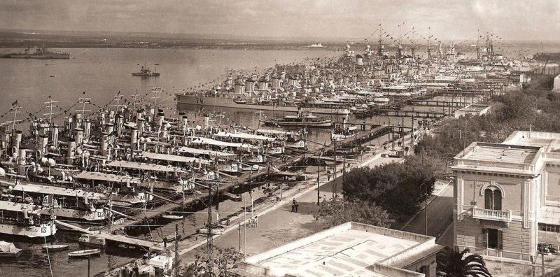 Итальянская военно-морская база в Таранто.