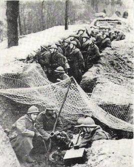 Бельгийские пехотинцы в окопе. 1940 г.