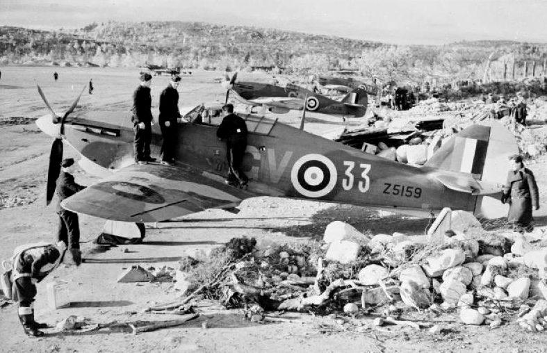 Истребители «Hawker Hurricane» на аэродроме в Ваенга.