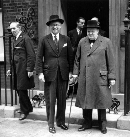 Посол Джозеф Кеннеди с Уинстоном Черчиллем. 1939 г.