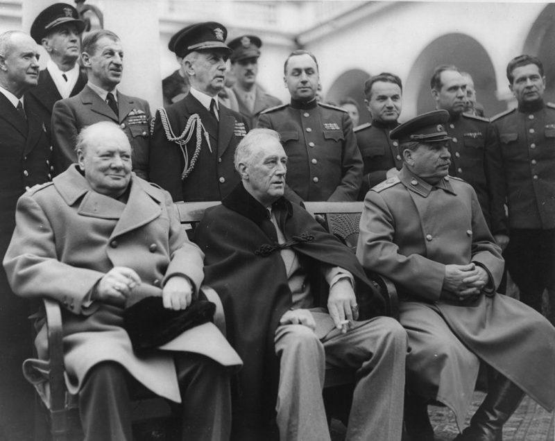 Черчилль, Рузвельт, Сталин на Ялтинской конференции. 9 февраля 1945 г.