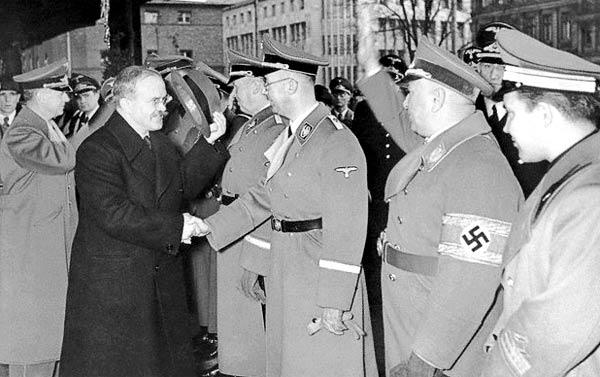 Официальная встреча Молотова высшими чинами Третьего рейха.