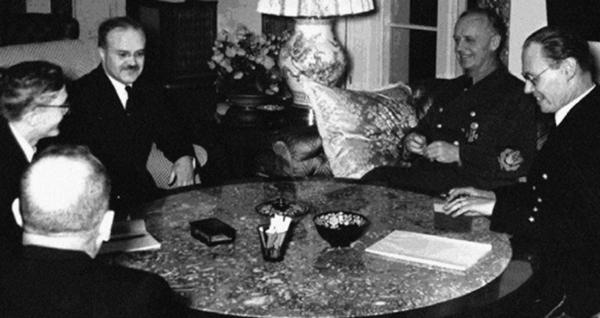 Молотов на переговорах с Риббентропом. Ноябрь 1940 г.