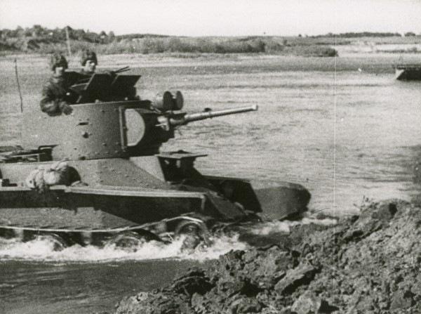 РККА входит в Польшу.