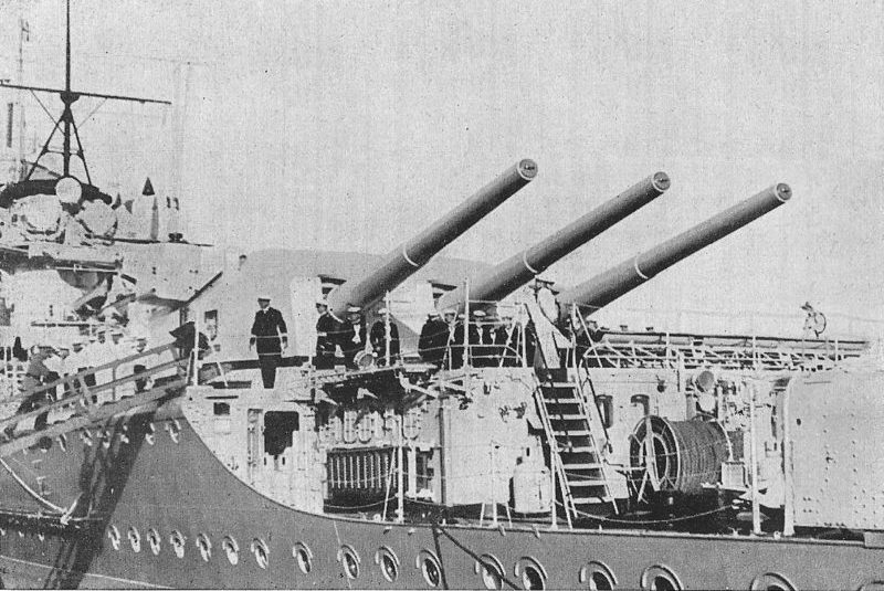 Орудия главного калибра крейсера.