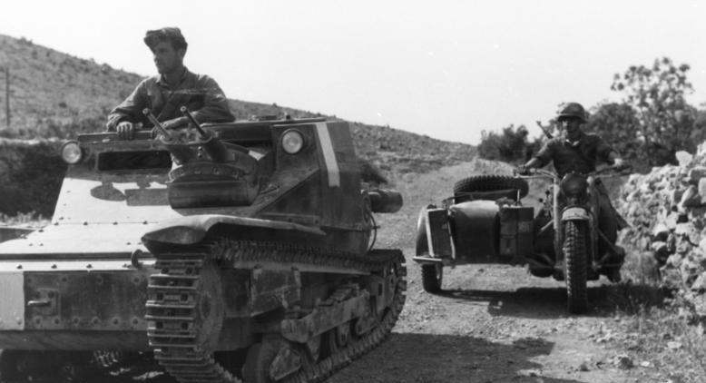 Итальянская танкетка L3/35, применявшаяся в ходе вторжения во Францию.