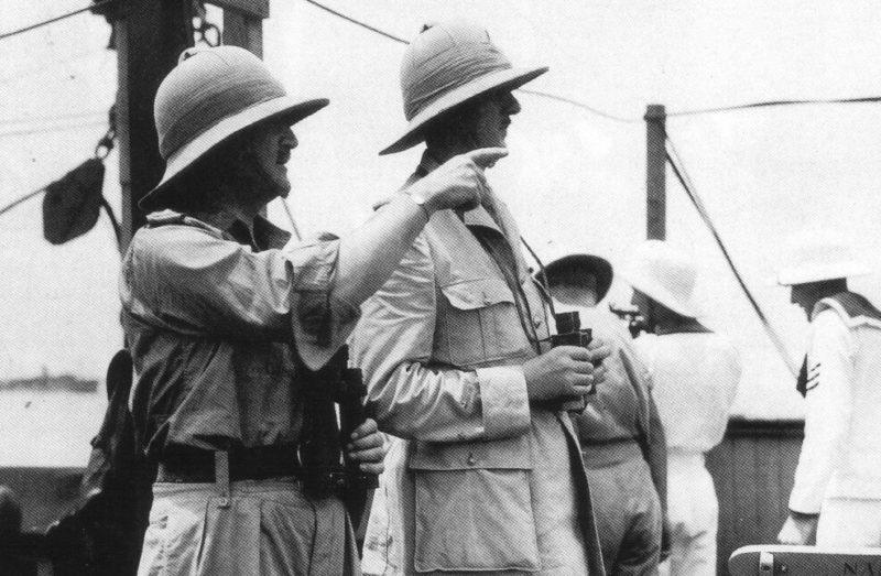 Генерал Спирс и генерал де Голль на пути в Дакар на борту голландского лайнера «Westernland».