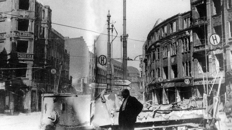 Центр Кенигсберга, разрушенный бомбардировками британской авиации. Август 1944 г.